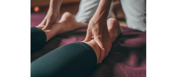 Massage : l'huile essentielle de cyprès pour favoriser la circulation sanguine